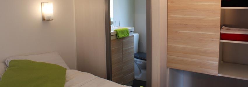 Slaapkamer met badkamer ensuite in chalet exclusive