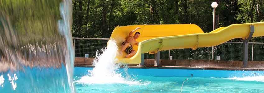 Zwembad met glijbaan van 32 meter lang!