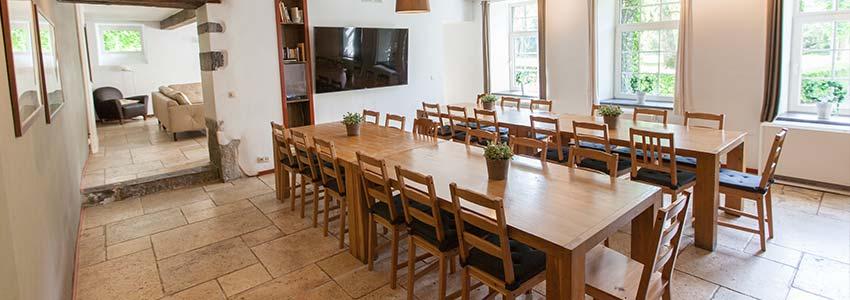 Eetkamer in vakantiewoning voor 28 personen in de Ardennen