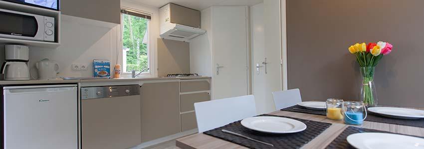 Chalet 4 met een ruime keuken en woonkamer aansluitend